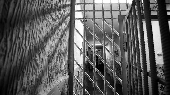 Un azer şi o moldoveancă, condamnaţi la închisoare. Ce au făcut într-un apartament din Capitală