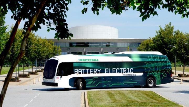Viitorul autocarelor electrice arată STRĂLUCITOR. Investitorii nu se zgârcesc să bage banul