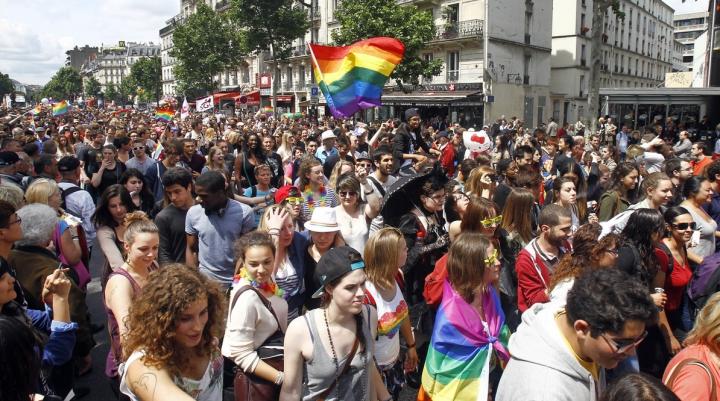 PLANURI MESCHINE? Un primar a anunţat când va permite organizarea unei parade gay