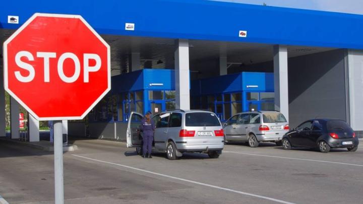 Nereguli la câteva puncte vamale. Cum au încercat să intre şi să iasă din ţară unii şoferi (FOTO)