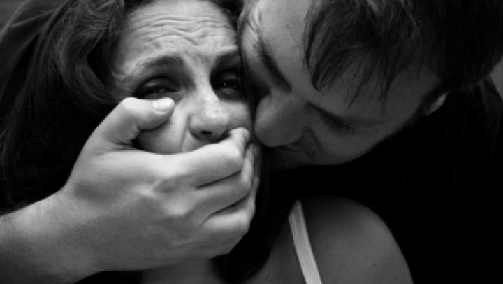 I-au promis de lucru, dar au violat-o. Fapta necurată săvârşită de doi bărbaţi din Capitală (VIDEO)
