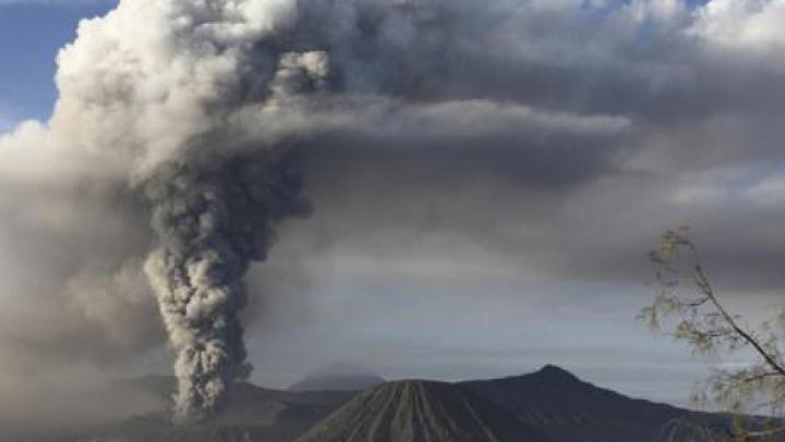 """""""Suntem foarte îngrijoraţi!"""" Un vulcan din Indonezia a pus pe jar autorităţile"""