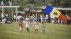 Mândri de Tricolor! Tot mai mulţi moldoveni cumpără drapelul ţării în ajunul Zilei Independenței