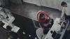 ÎL RECUNOŞTI?! Acest bărbat a furat bijuterii de sub nasul vânzătorilor (VIDEO)