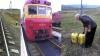 """Afaceri murdare. Ce au aruncat doi mecanici din trenul """"Ungheni - Bălți"""" (VIDEO)"""