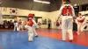 NO COMMENT! Un băieţel de trei ani o face pe maestrul în ale taekwondo-lui (VIDEO)