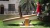 """Un bărbat a construit cel mai """"lung"""" balansoar din lume care """"măsoară"""" peste 1.200 de kilometri"""
