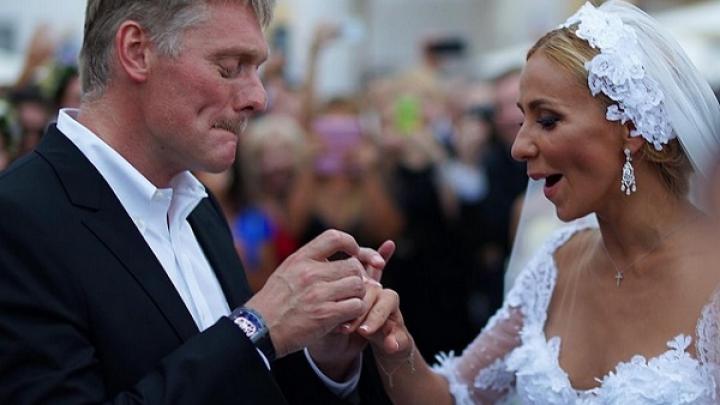 SCANDAL în Rusia! Ce cadou deosebit au observat internauţii la nunta purtătorului de cuvânt al lui Putin