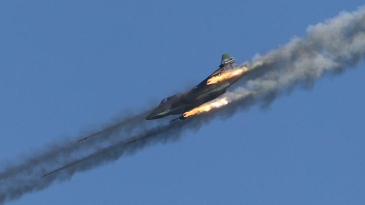 IMAGINI DE RĂZBOI în Rusia! Piloţii militari au lansat bombe şi rachete în luptele aeriene (FOTOREPORT)