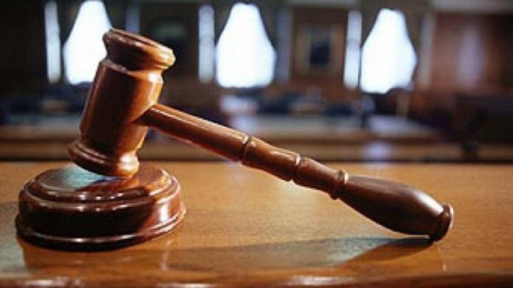 Fostul preşedinte al raionului Basarabeasca împreună cu doi subalterni, condamnaţi la închisoare