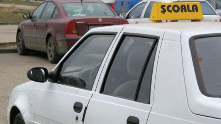 Instructor auto, rămas fără permis. Cum dădea lecţii de şofat elevilor din Drochia
