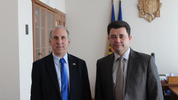 Vicepremierul pentru Reintegare a discutat despre dialogul cu Tiraspolul la o întrevedere cu ambasadorul SUA