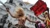 PROTEST ÎN PIELEA GOALĂ! Două activiste Femen au dat buzna pe scenă în sânii goi