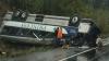 Autobuz răsturnat pe şosea: 15 oameni au murit, iar 50 sunt răniţi