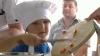 Zece copii s-au jucat cu mâncarea, sub supravegherea unui bucătar-şef (VIDEO)
