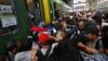 """Ungaria - """"ţap ispăşitor"""". Viaţa grea a imigranţilor care rămân în gara din Budapesta (FOTO)"""