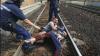 HAOS ÎN UNGARIA. Trenurile cu imigranți au fost oprite în câmp și oamenii obligați să coboare