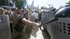 Mai mulţi oameni suspectaţi că ar sta în spatele confruntărilor de la Kiev au fost arestaţi
