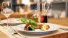 Trucuri la care apelează restaurantele pentru a te face să mănânci în exces