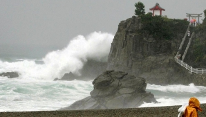 Taifunul Etau a lovit Japonia! Autorităţile recomandă localnicilor să-şi părăsească casele