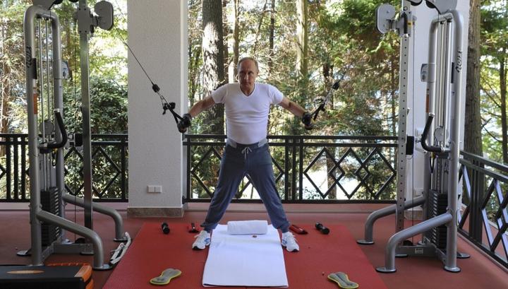 CÂT COSTĂ echipamentul sportiv îmbrăcat de Vladimir Putin la ultima şedinţă foto în sala de sport