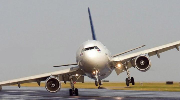 A amânat aterizarea în ultimul moment! Obiectul zburător bizar care a stârnit panică pe aeroport