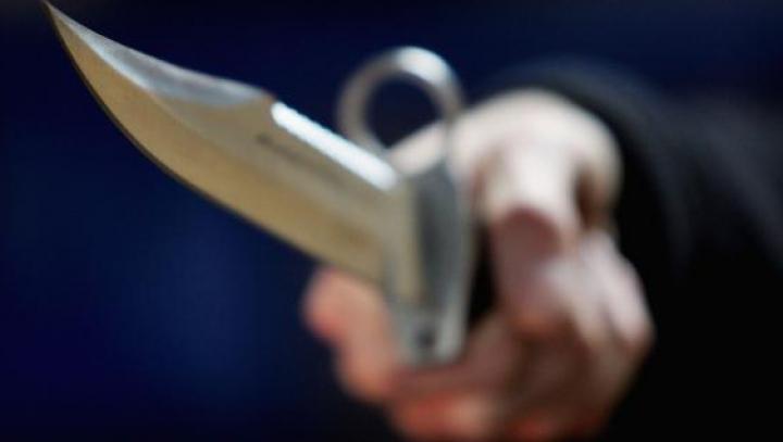 Un taximetrist a fost atacat cu un cuţit de doi minori din Drochia. Ce riscă agresorii