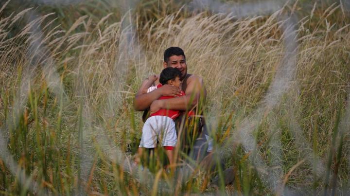 Primii refugiaţi au ajuns pe teritoriul României! REACŢIA lor când au aflat unde se află