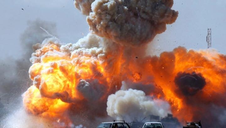 DUBLU ATENTAT CU BOMBĂ: O maşină-capcană a explodat în apropierea unei moschei