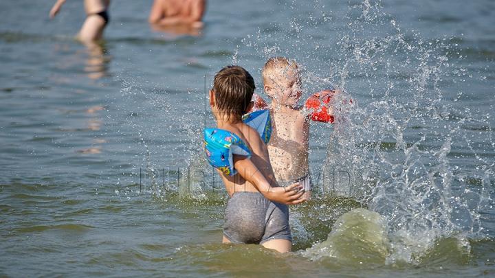 LA UN PAS DE TRAGEDIE! Ce au găsit câţiva copii în râul Prut. Autorităţile au intervenit de URGENŢĂ