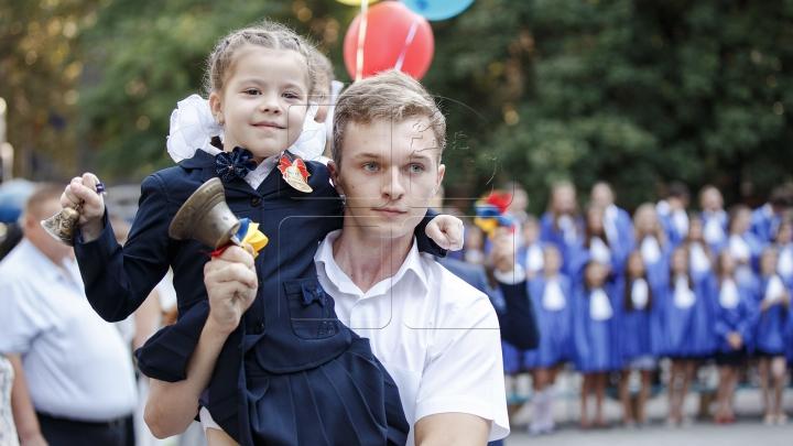 """O zi a unui nou început! Primul sunet de clopoţel la Liceul """"Gheorghe Asachi"""" din Capitală (FOTOREPORT)"""