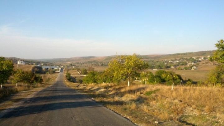 ANUNŢ SURPRINZĂTOR la Primăria din satul Moleşti. Nu o să-ţi vină să crezi ce au pierdut (FOTO)