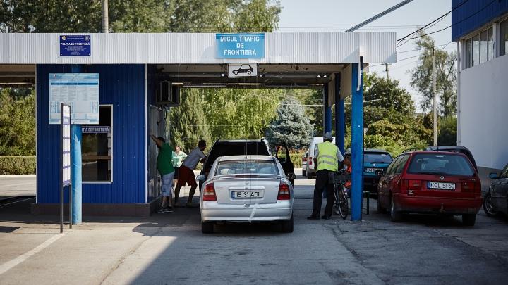 Poliţiştii de frontieră români le-au venit de hac. Ce au găsit în maşinile a doi moldoveni (FOTO)