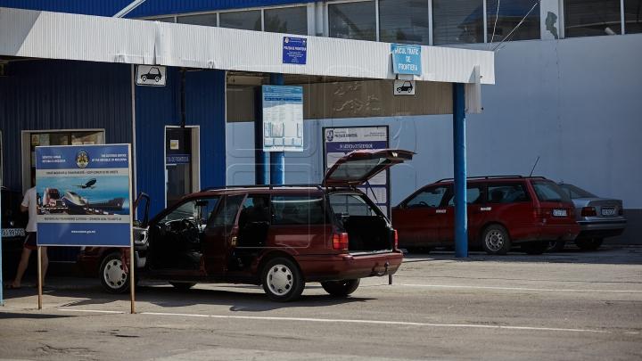 Trei şoferi, opriţi la vama moldovenească. Credeau că vor trece cu marfa ascunsă (FOTO)