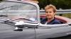Nico Rosberg se relaxează după Marele Premiu al SUA, urcând la volanul unui Mercedes produs în 1954
