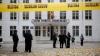 """ALARMĂ CU BOMBĂ la liceul """"Lucian Blaga"""" din Capitală. Elevii şi profesorii au fost EVACUAŢI (FOTOREPORT)"""