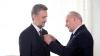 Președintele Nicolae Timofti l-a decorat pe ambasadorul român Marius Lazurca