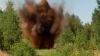 Rebelii proruşi din Donbas îşi retrag armamentul, iar între timp câţiva militari au călcat pe o mină