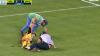 Trântit pe jos şi scăpat de două ori de pe targă. Coşmarul unui jucător de fotbal grec (VIDEO)