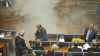 NOI VIOLENŢE în Parlamentul din Kosovo! Deputaţii au fost evacuaţi din sala de şedinţe