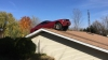 Accident incredibil: Un şofer a ajuns cu maşina pe acoperişul unei case. Cum a fost posibil (VIDEO)