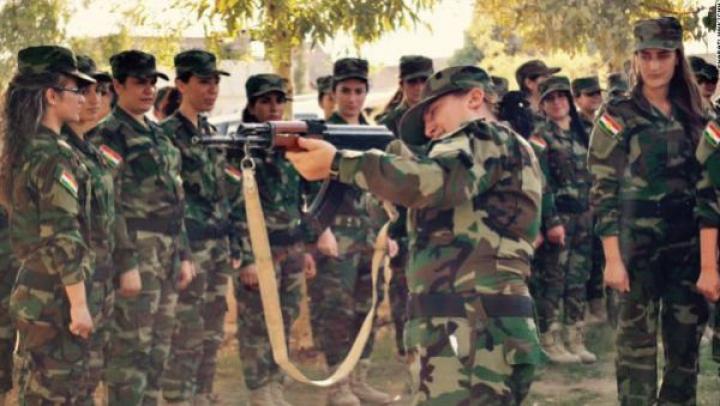 POVESTEA unei femei care a renunţat la carieră şi a devenit comandant de luptă împotriva ISIS (FOTO)