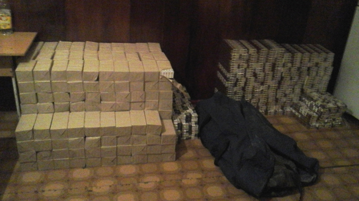 Un lot de ţigări de ZECI DE MII de lei, confiscat de poliţia de frontieră. Unde a fost descoperit