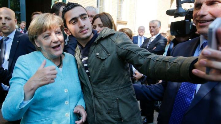 Angela Merkel s-ar oferi să găzduiască migranţi acasă? Răspunsul cancelarului german