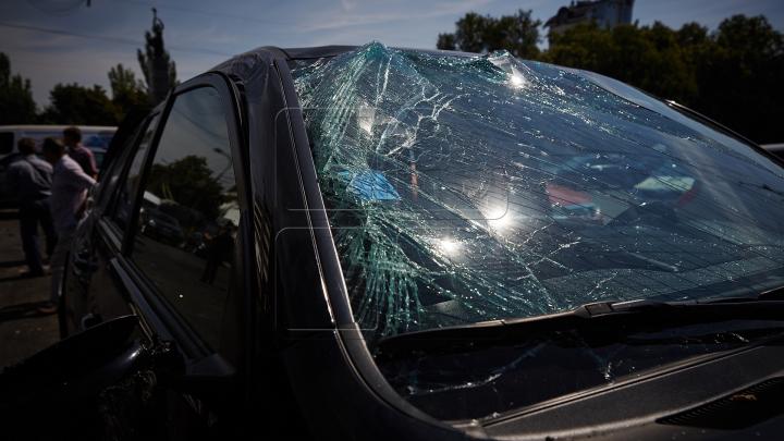 ACCIDENT GRAV în stânga Nistrului: Motorul a zburat de sub capotă. Doi oameni au murit (FOTO)