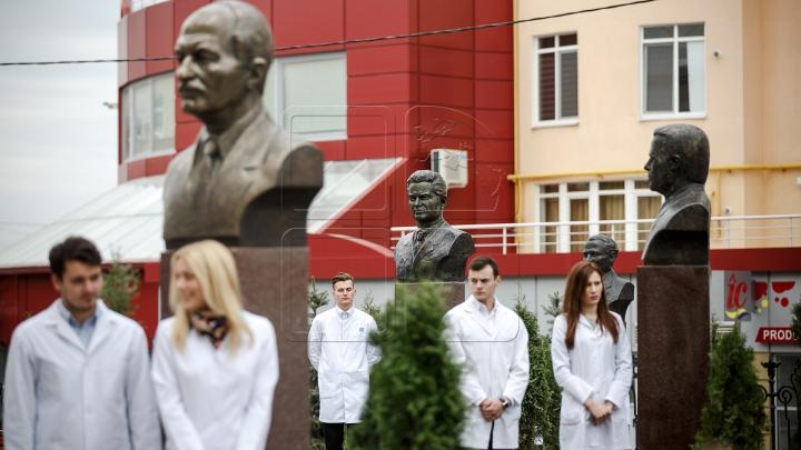 EVENIMENT DE EXCEPŢIE! A fost inaugurată Aleea savanților și medicilor iluștri din Moldova (FOTO)