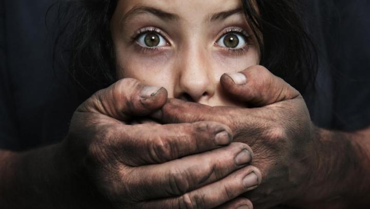 ŞI-A NENOROCIT FIICELE! Un bărbat din Călăraşi, condamnat la detenţie pe viaţă pentru VIOL