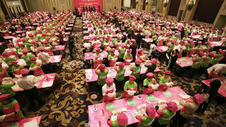 RECORD MONDIAL stabilit într-un hotel chinez: 511 oameni s-au adunat să facă simultan asta (VIDEO)