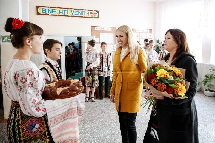 """Vis devenit realitate pentru elevii din Hulboaca. Surpriza făcută de """"Edelweiss"""" (FOTOREPORT)"""