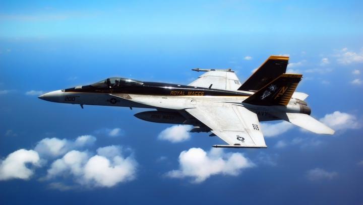 Pilotul A MURIT! Un avion de tip F-18 s-a prăbuşit la scurt timp de la decolare